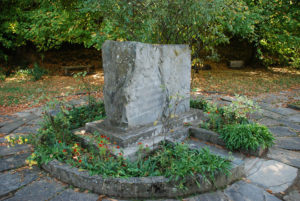 Камень на месте кремации Николая Рериха